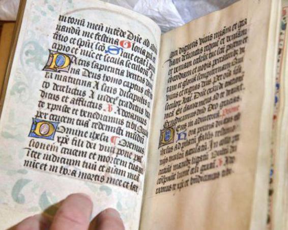 biblie-05-465x390